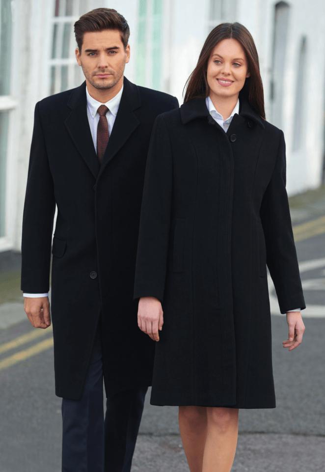 man en vrouw in uitvaartkleding van bedrijfskleding zhz